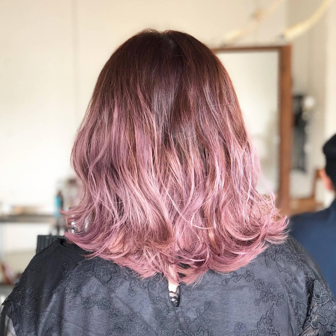 ミディアム ストリート ラベンダー ピンクヘアスタイルや髪型の写真・画像