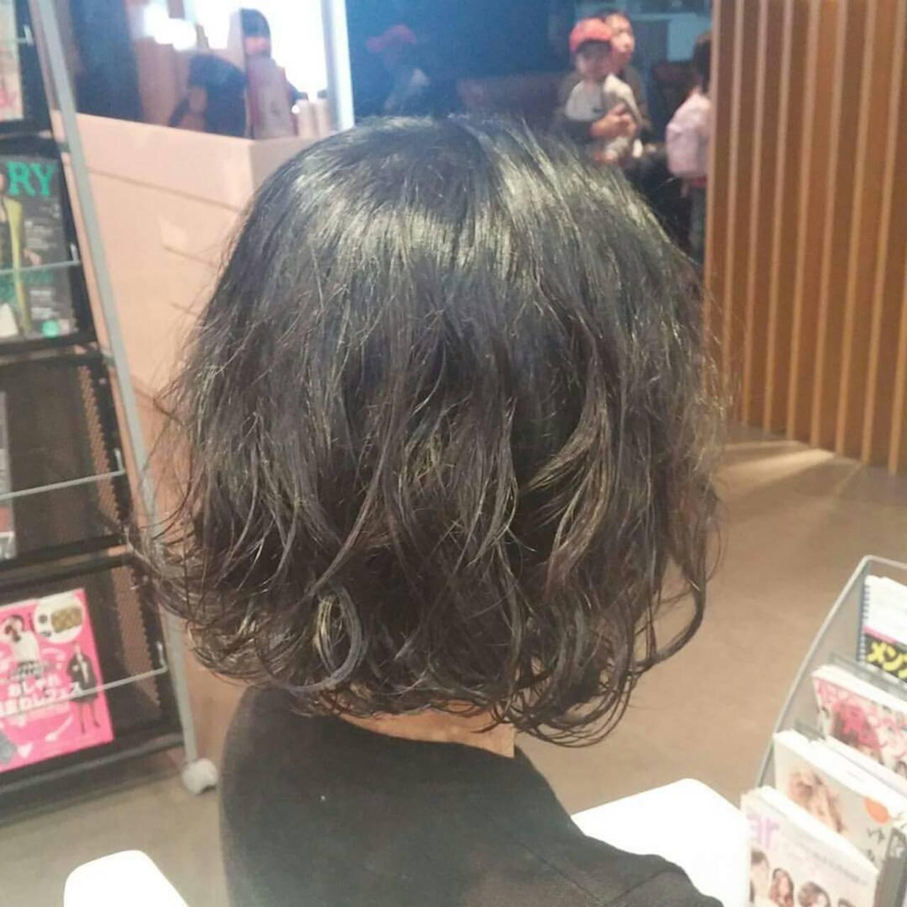 ウェットヘア 簡単 くせ毛風 ナチュラルヘアスタイルや髪型の写真・画像