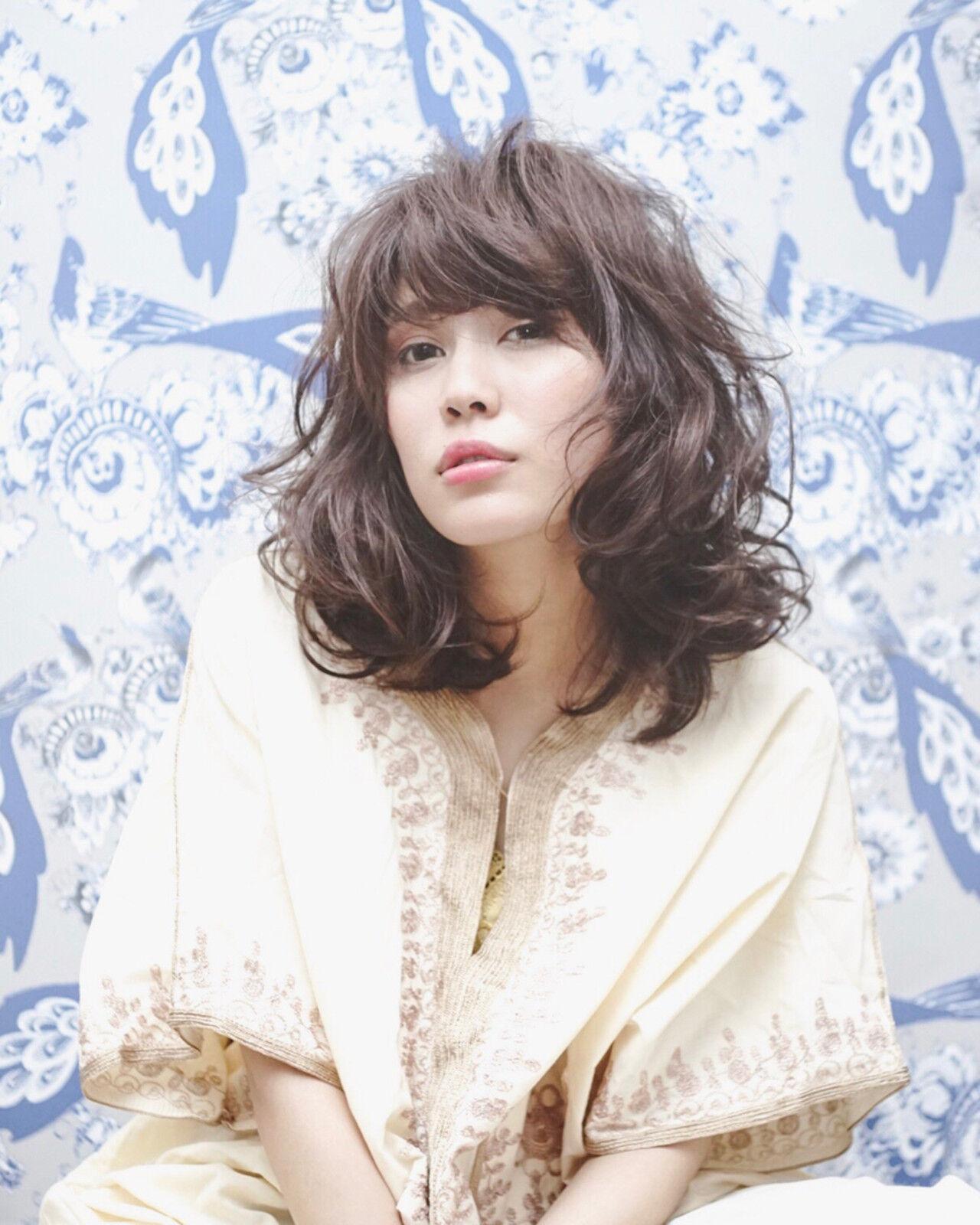 斜め前髪 ミルクティー ミディアム 春ヘアスタイルや髪型の写真・画像