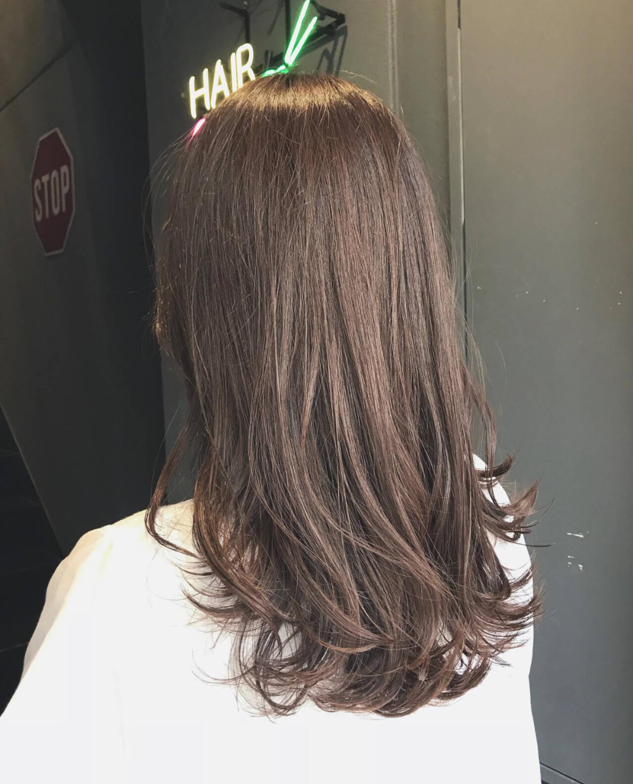 セミロング ラベージュ ナチュラル 透明感カラーヘアスタイルや髪型の写真・画像