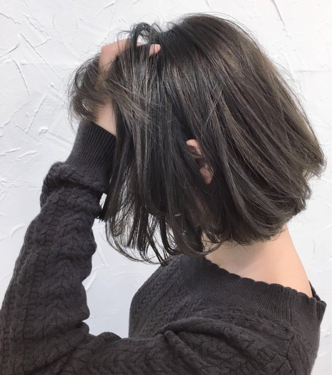 パープル グレージュ ストリート アッシュヘアスタイルや髪型の写真・画像