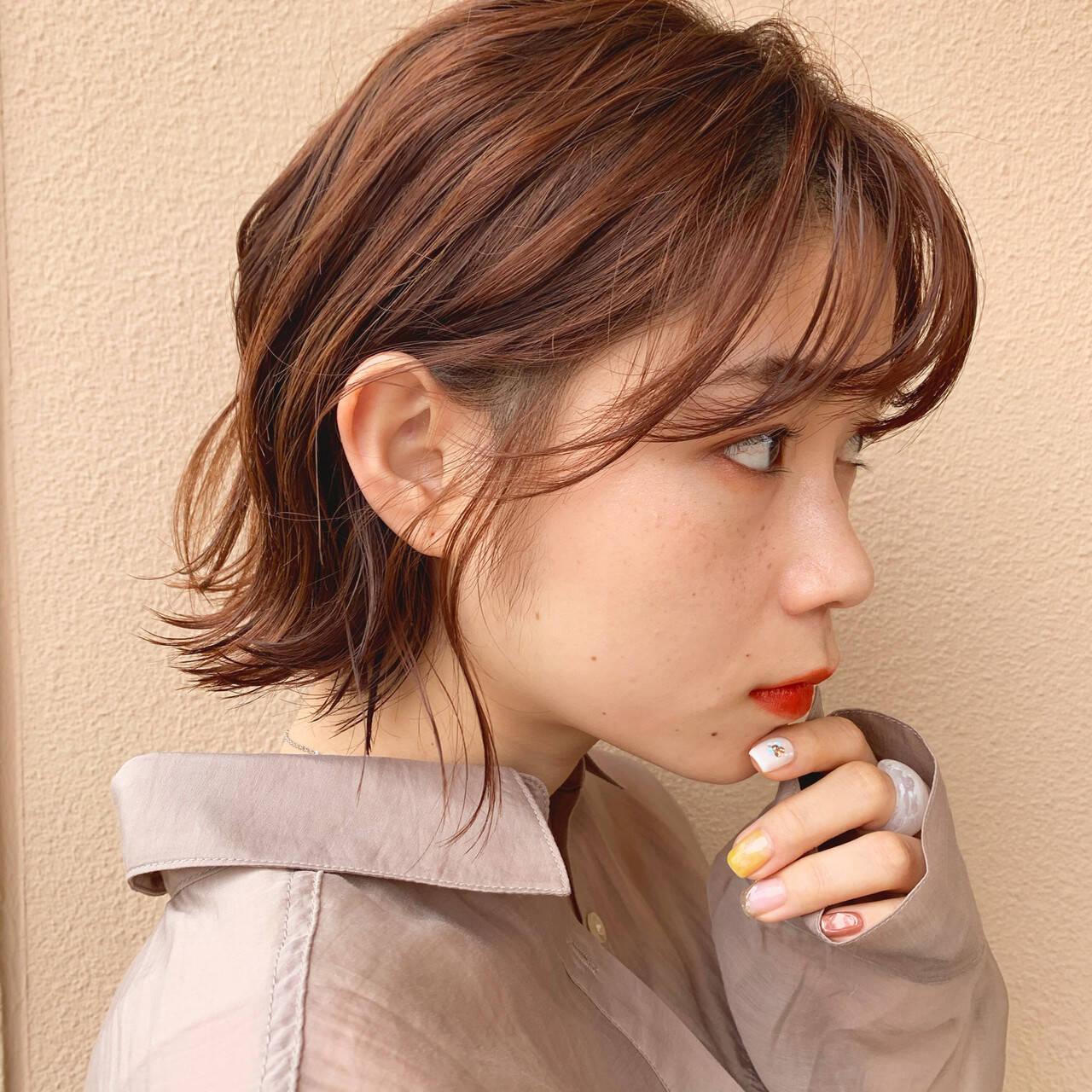 フェミニン ミニボブ インナーカラー ボブヘアスタイルや髪型の写真・画像