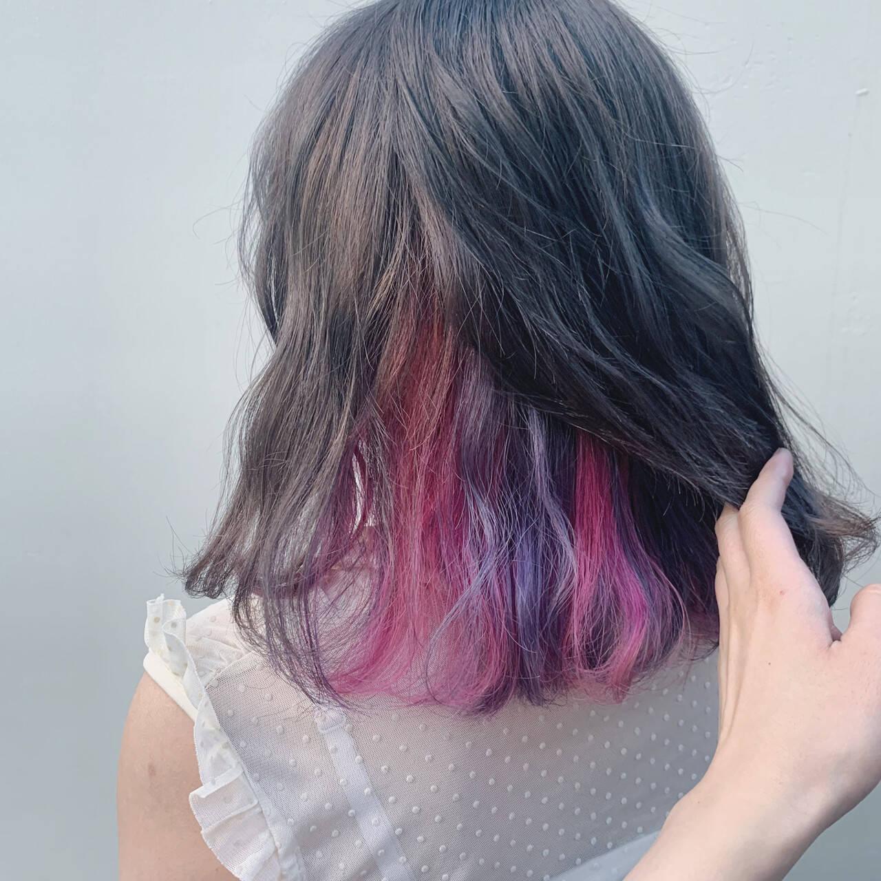 ガーリー ミディアム インナーカラーパープル インナーカラーヘアスタイルや髪型の写真・画像