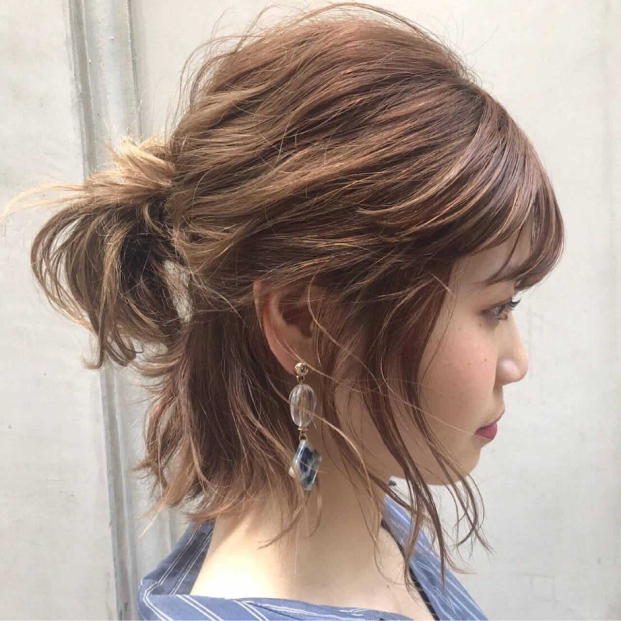 女子会 デート インナーカラー ナチュラルヘアスタイルや髪型の写真・画像