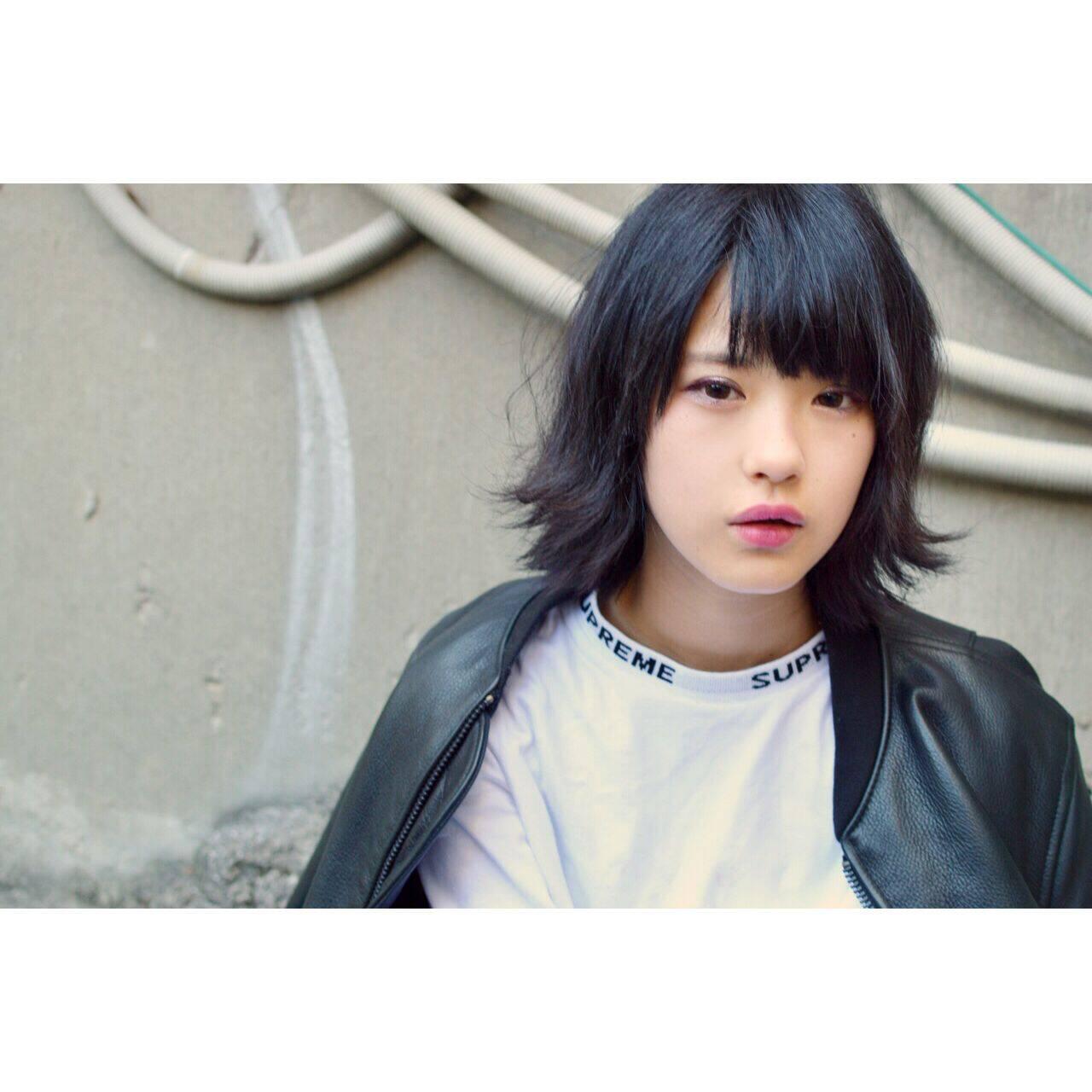 ウェーブ 黒髪 モード ストレートヘアスタイルや髪型の写真・画像