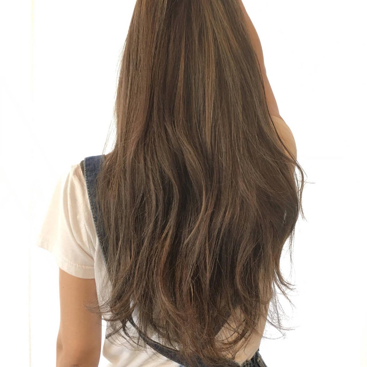 ロング 大人かわいい ブルーアッシュ ハイライトヘアスタイルや髪型の写真・画像