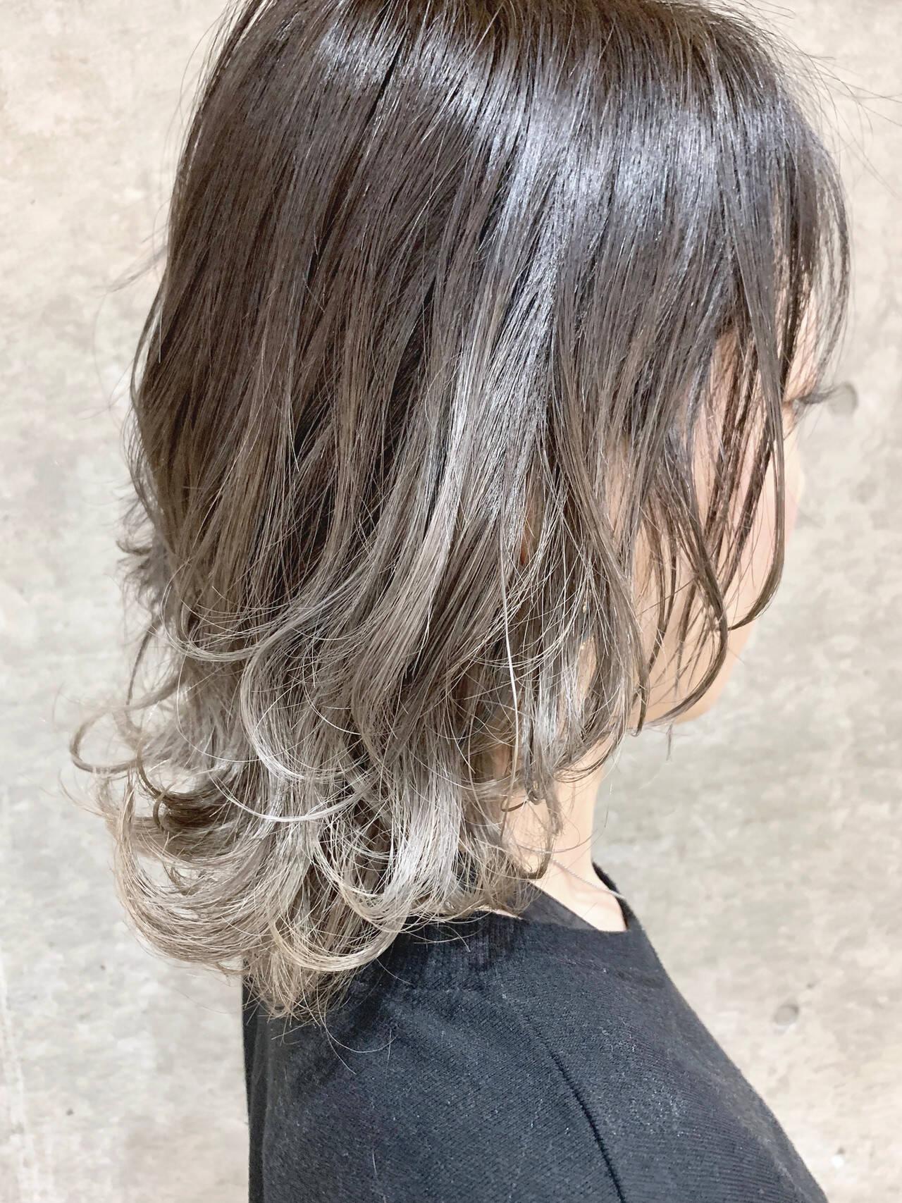 スモーキーカラー ナチュラル グラデーションカラー ミディアムヘアスタイルや髪型の写真・画像