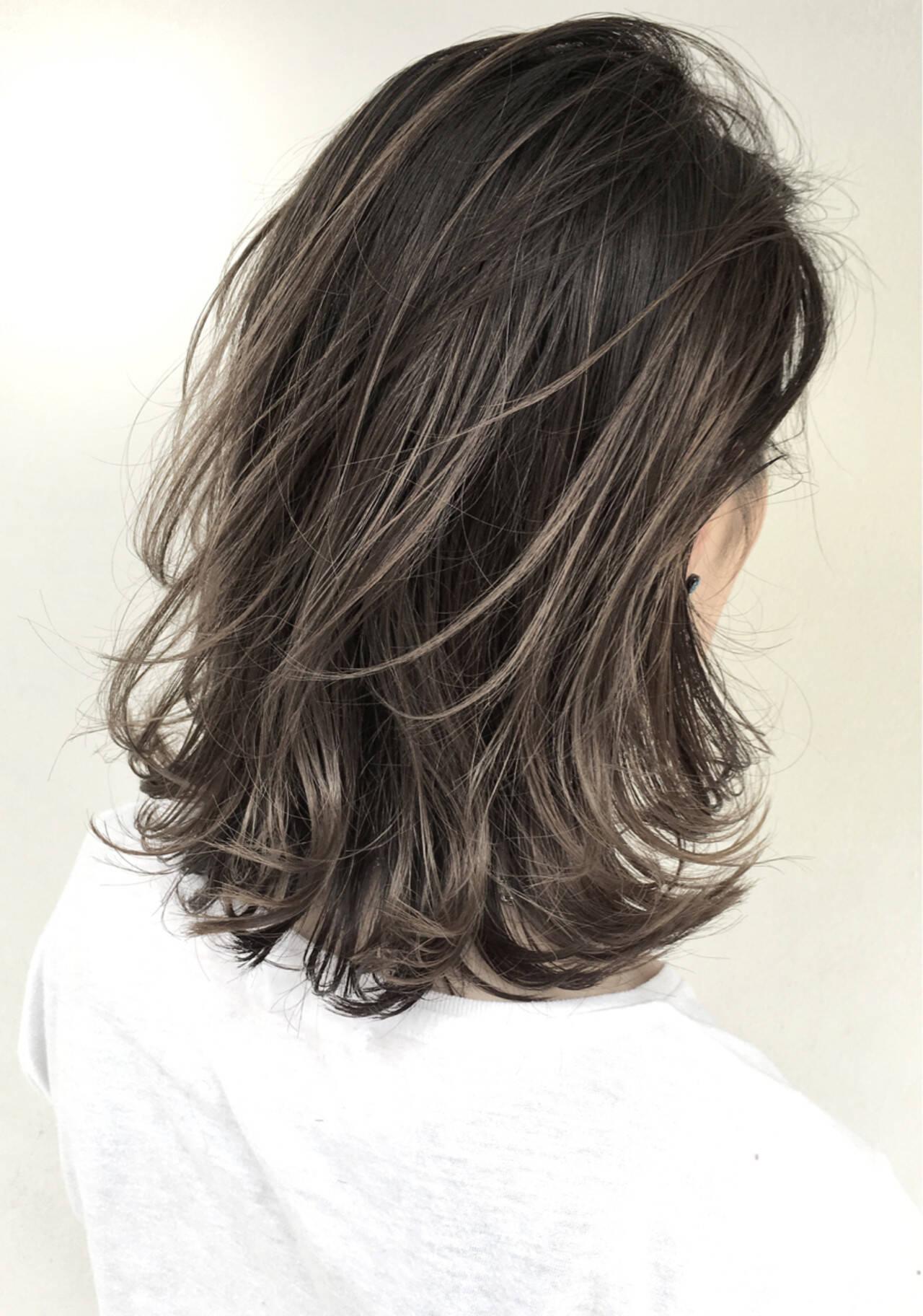 外国人風 ミディアム グレージュ ハイライトヘアスタイルや髪型の写真・画像