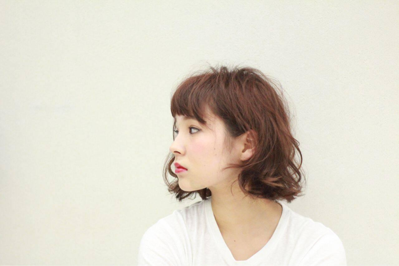 ストリート 外国人風 マルサラ ボブヘアスタイルや髪型の写真・画像