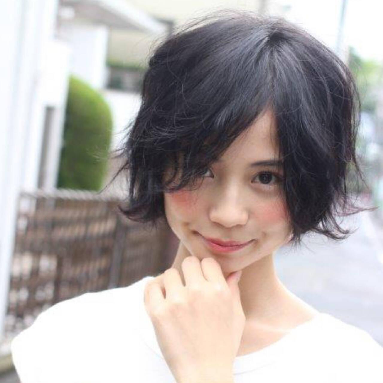 パーマ 黒髪 ショート 大人かわいいヘアスタイルや髪型の写真・画像