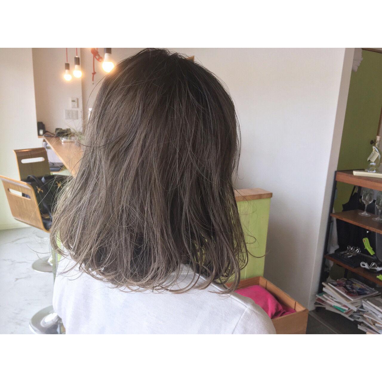 透明感 オフィス ウェーブ アンニュイヘアスタイルや髪型の写真・画像