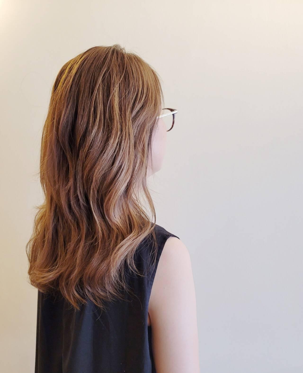 スライシングハイライト セミロング ハイライト デザインカラーヘアスタイルや髪型の写真・画像