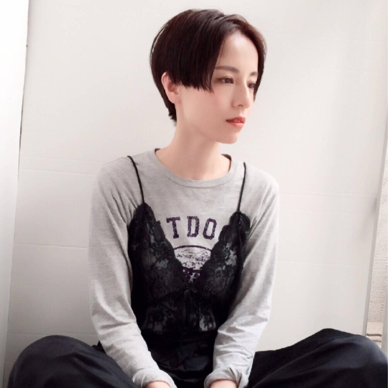 黒髪 ショート センターパート アッシュヘアスタイルや髪型の写真・画像