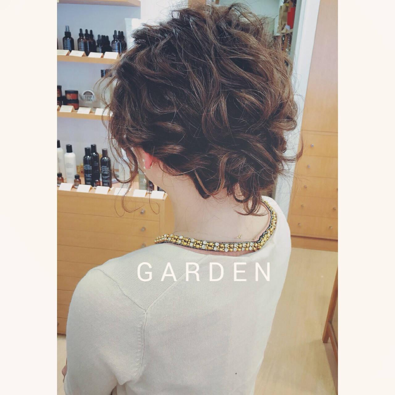 ヘアアレンジ ミディアム 結婚式 波ウェーブヘアスタイルや髪型の写真・画像