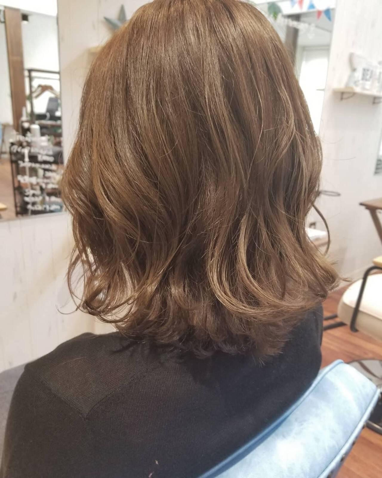 イルミナカラー ロブ フェミニン ミディアムヘアスタイルや髪型の写真・画像