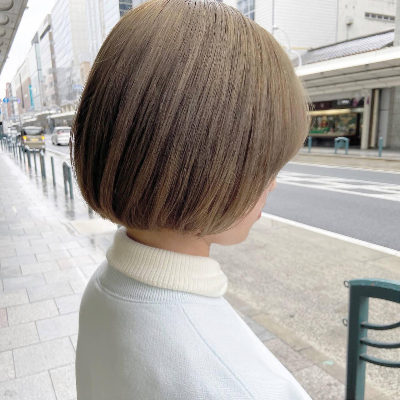オリーブグレージュ グレージュ アッシュグレージュ シルバーグレージュヘアスタイルや髪型の写真・画像