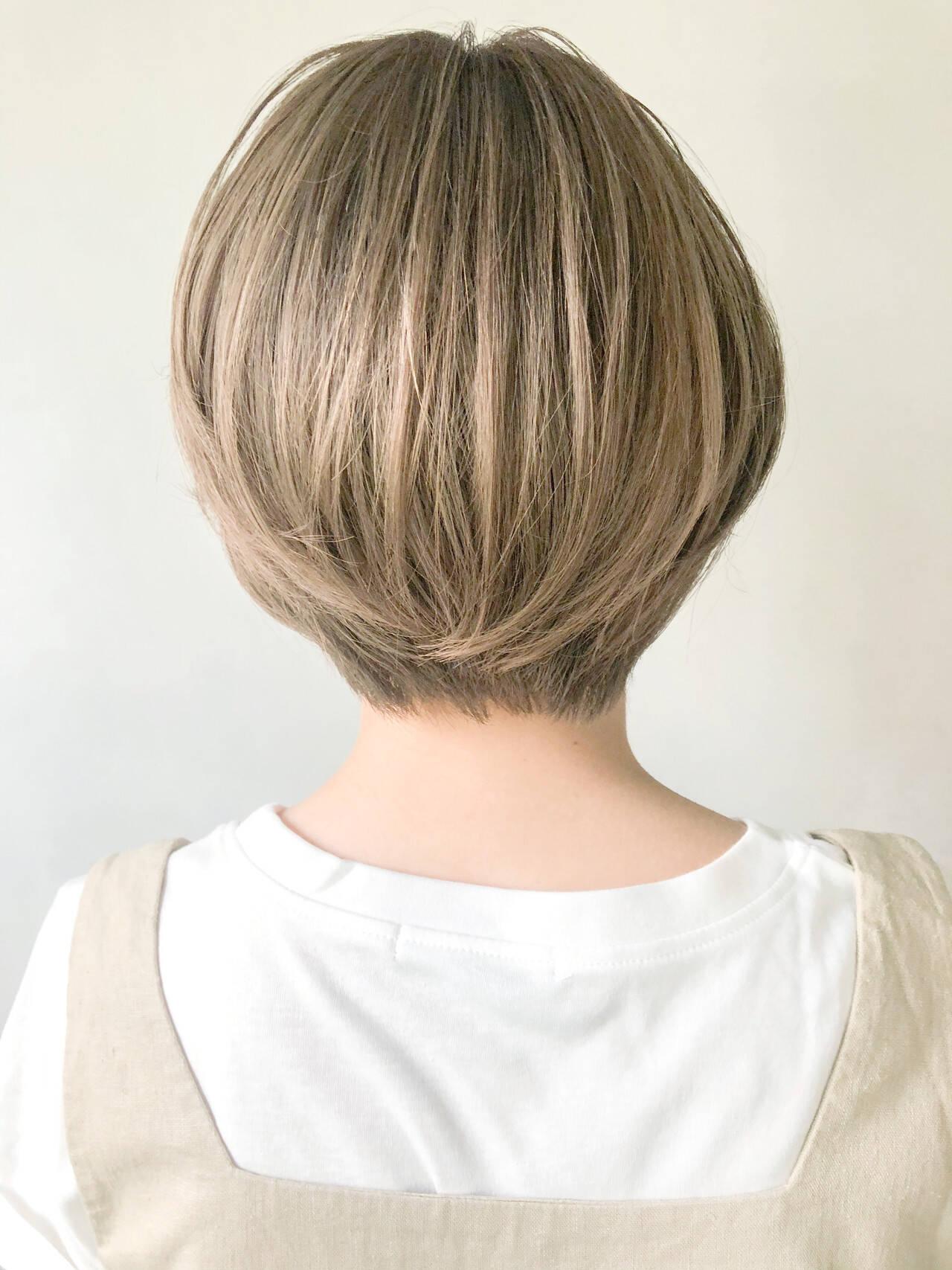 外ハネボブ アッシュグラデーション インナーカラー 大人ヘアスタイルヘアスタイルや髪型の写真・画像
