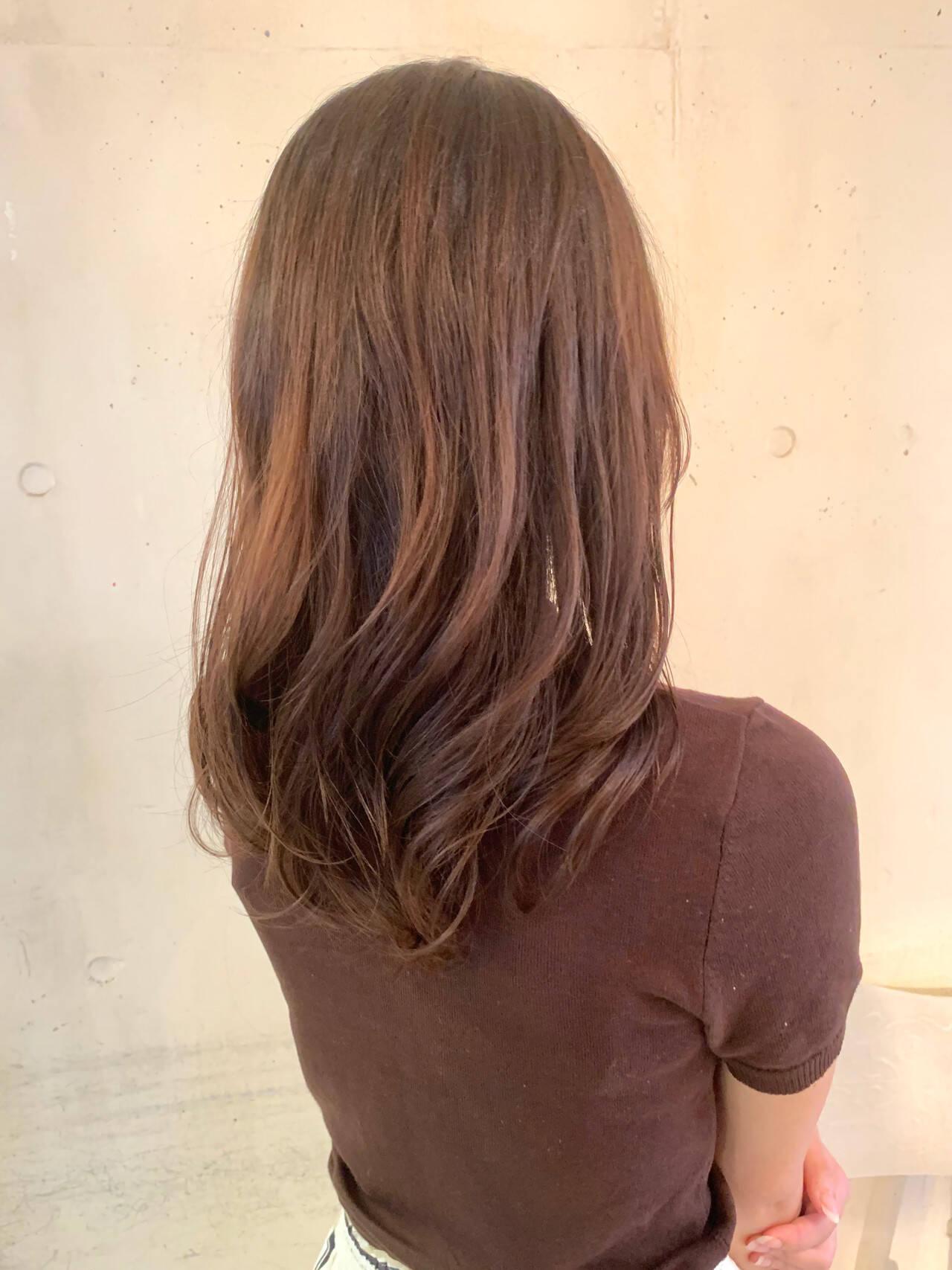 セミロング ヘルシー コテ巻き風パーマ ナチュラルヘアスタイルや髪型の写真・画像