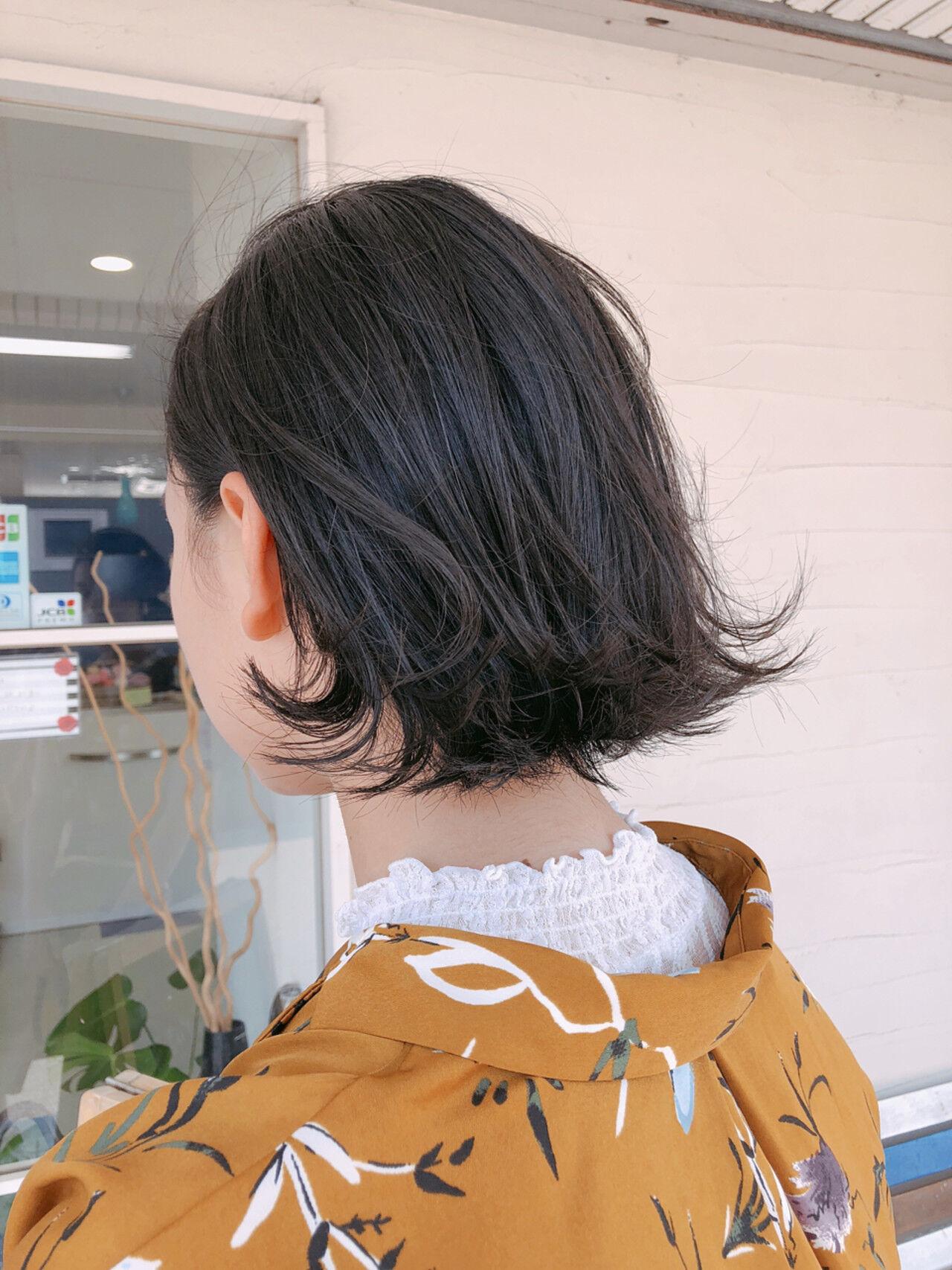 ナチュラル 外ハネ 切りっぱなし 伸ばしかけヘアスタイルや髪型の写真・画像