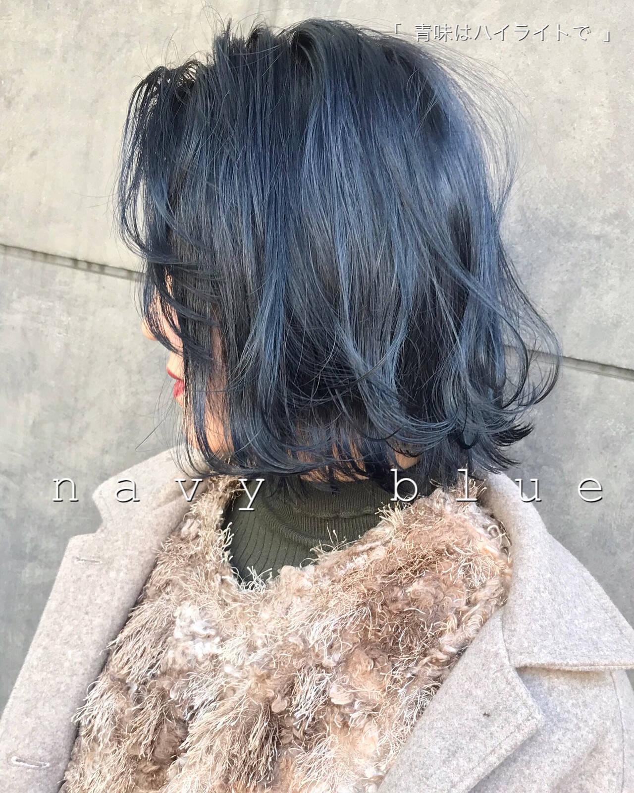 ブルーブラック 切りっぱなしボブ ストリート ミニボブヘアスタイルや髪型の写真・画像