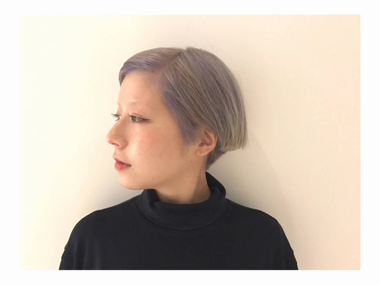 ホワイト モード ダブルカラー ショートボブヘアスタイルや髪型の写真・画像