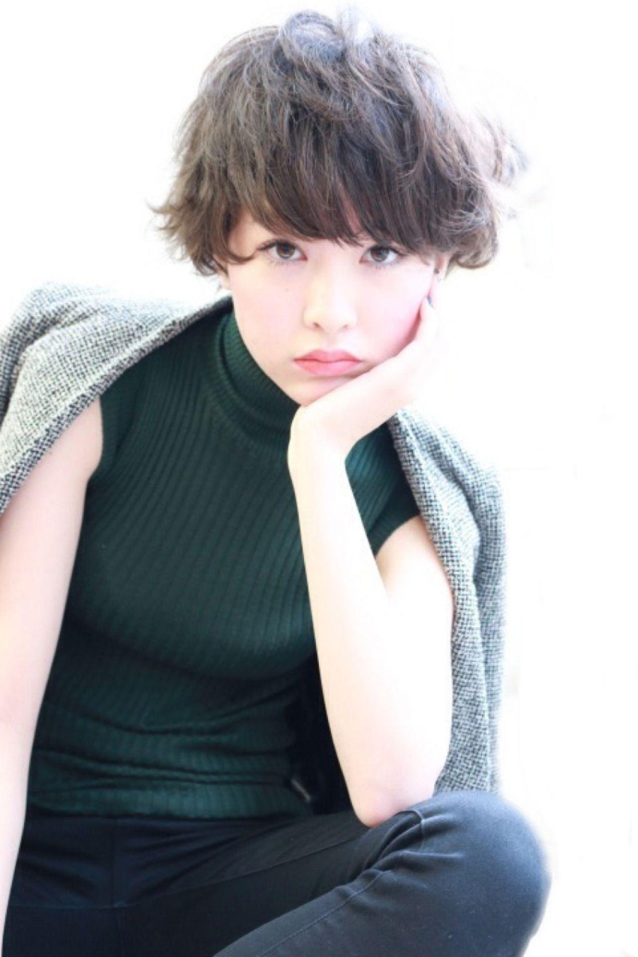 ショート モード ガーリー ウェーブヘアスタイルや髪型の写真・画像