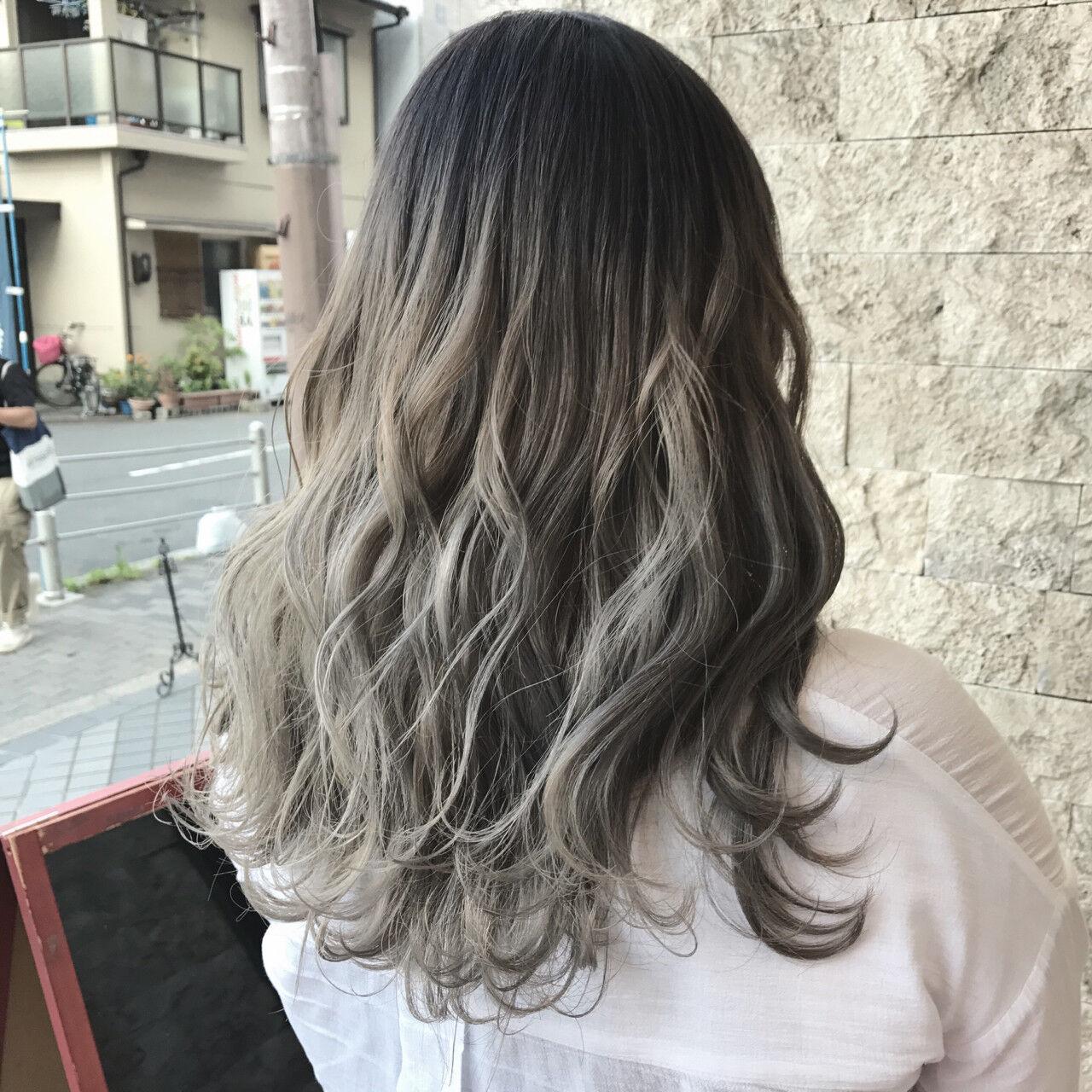 アッシュベージュ ストリート ブラウンベージュ グレージュヘアスタイルや髪型の写真・画像