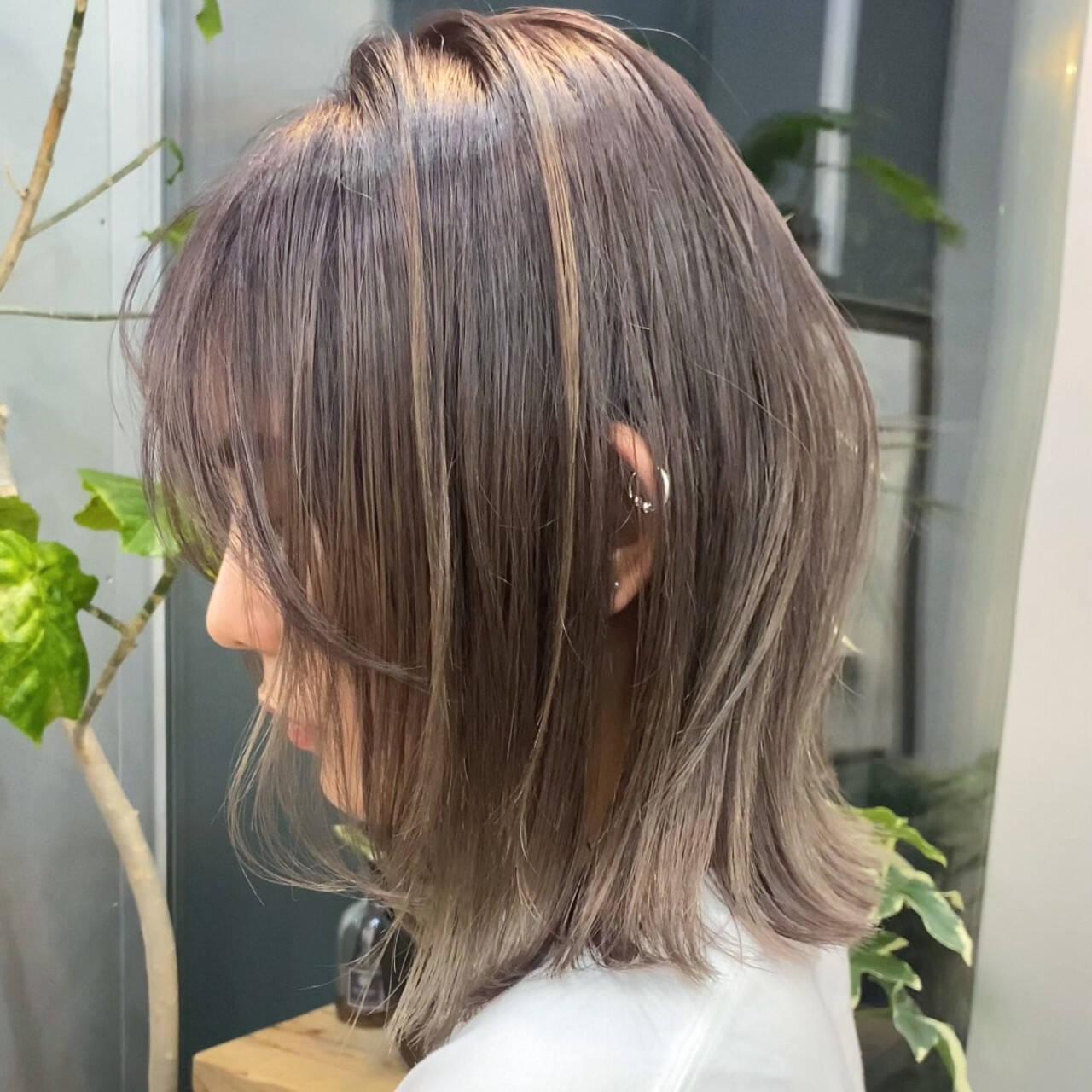 ハイトーンカラー ハイライト ブリーチカラー 切りっぱなしボブヘアスタイルや髪型の写真・画像