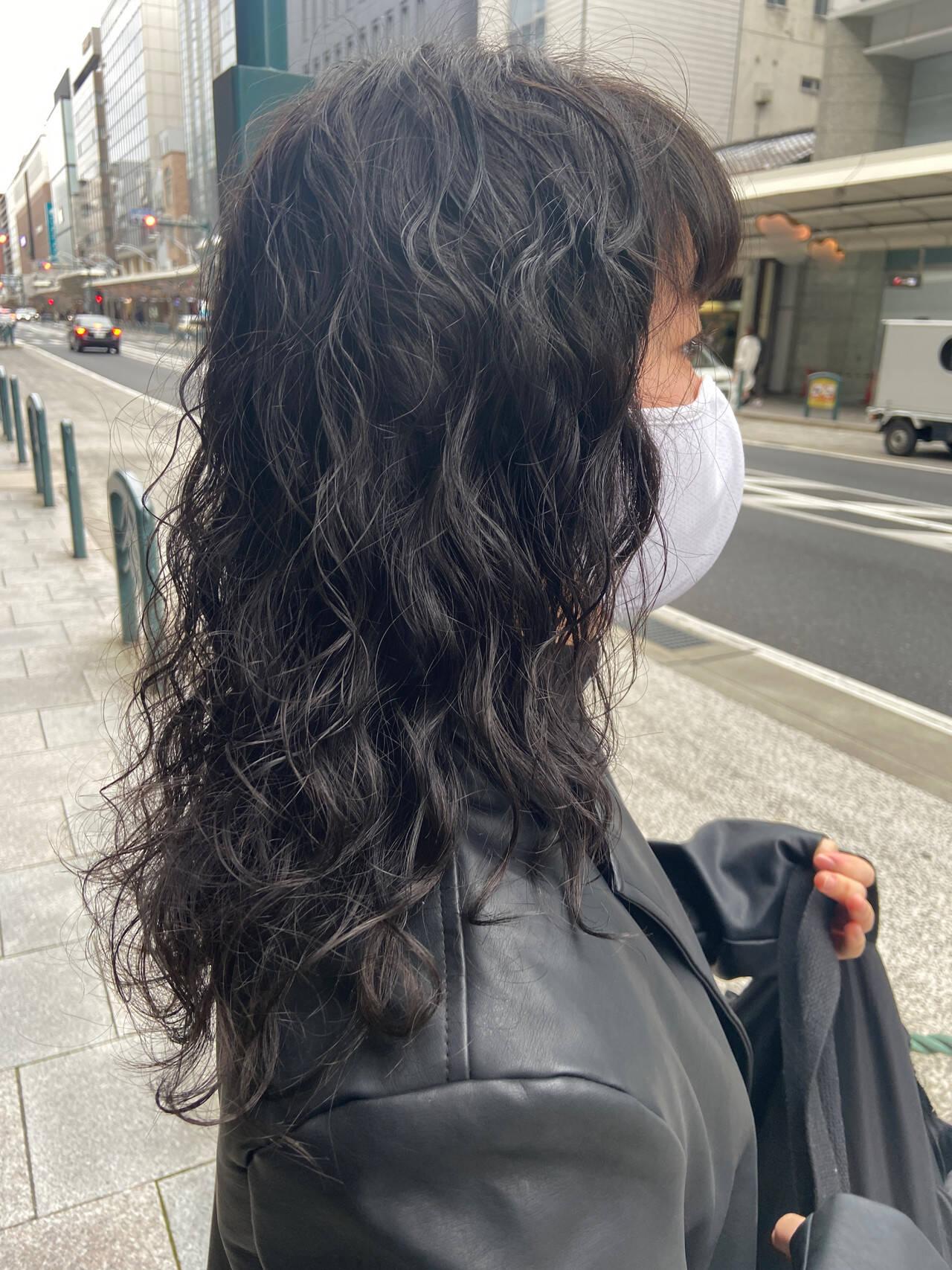 360度どこからみても綺麗なロングヘア 毛先パーマ セミロング 前髪パーマヘアスタイルや髪型の写真・画像