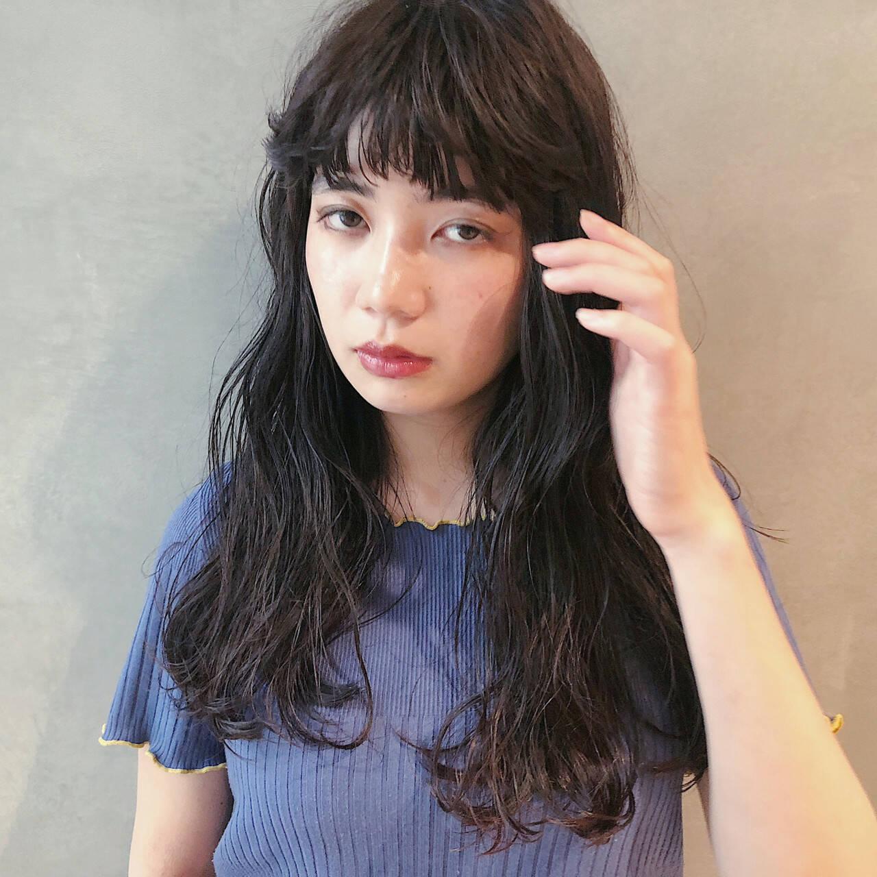 デート アンニュイほつれヘア ナチュラル 大人ミディアムヘアスタイルや髪型の写真・画像