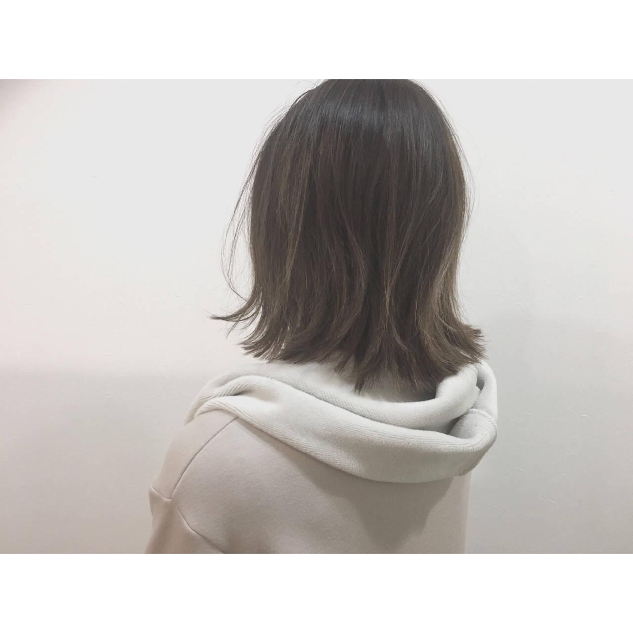 ナチュラル グレージュ 色気 ミディアムヘアスタイルや髪型の写真・画像