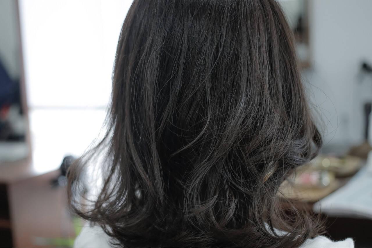 ストリート 暗髪 外国人風 グレージュヘアスタイルや髪型の写真・画像