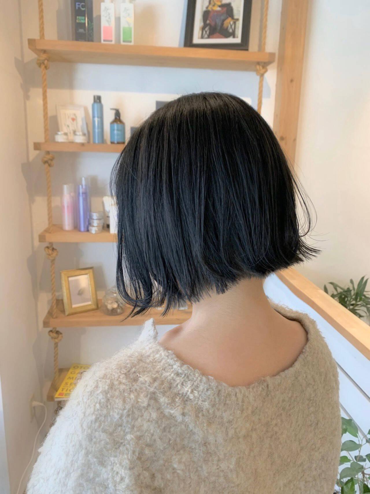 インナーカラー ショートボブ ナチュラル ショートヘアヘアスタイルや髪型の写真・画像