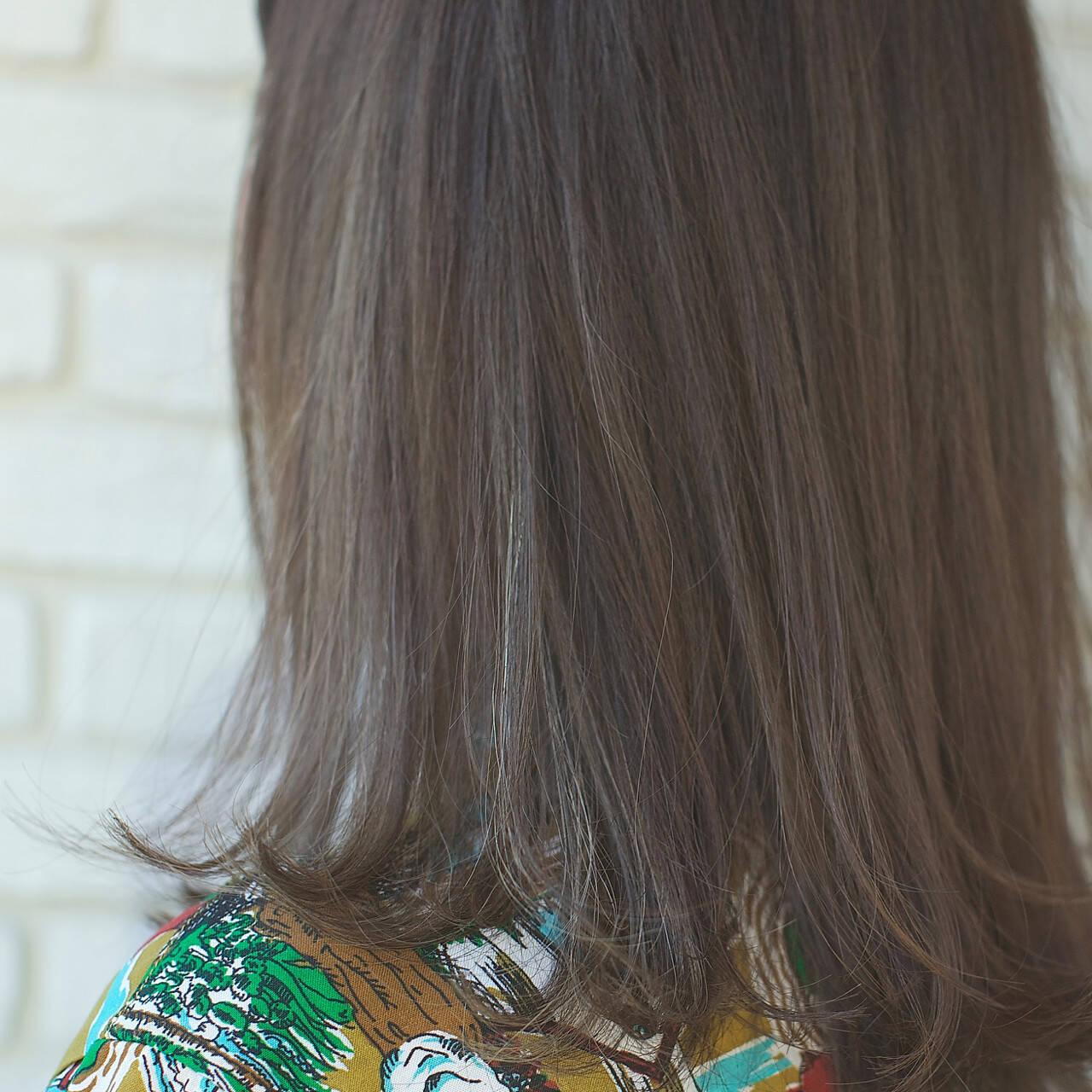 梅雨 アンニュイ オフィス ウェーブヘアスタイルや髪型の写真・画像