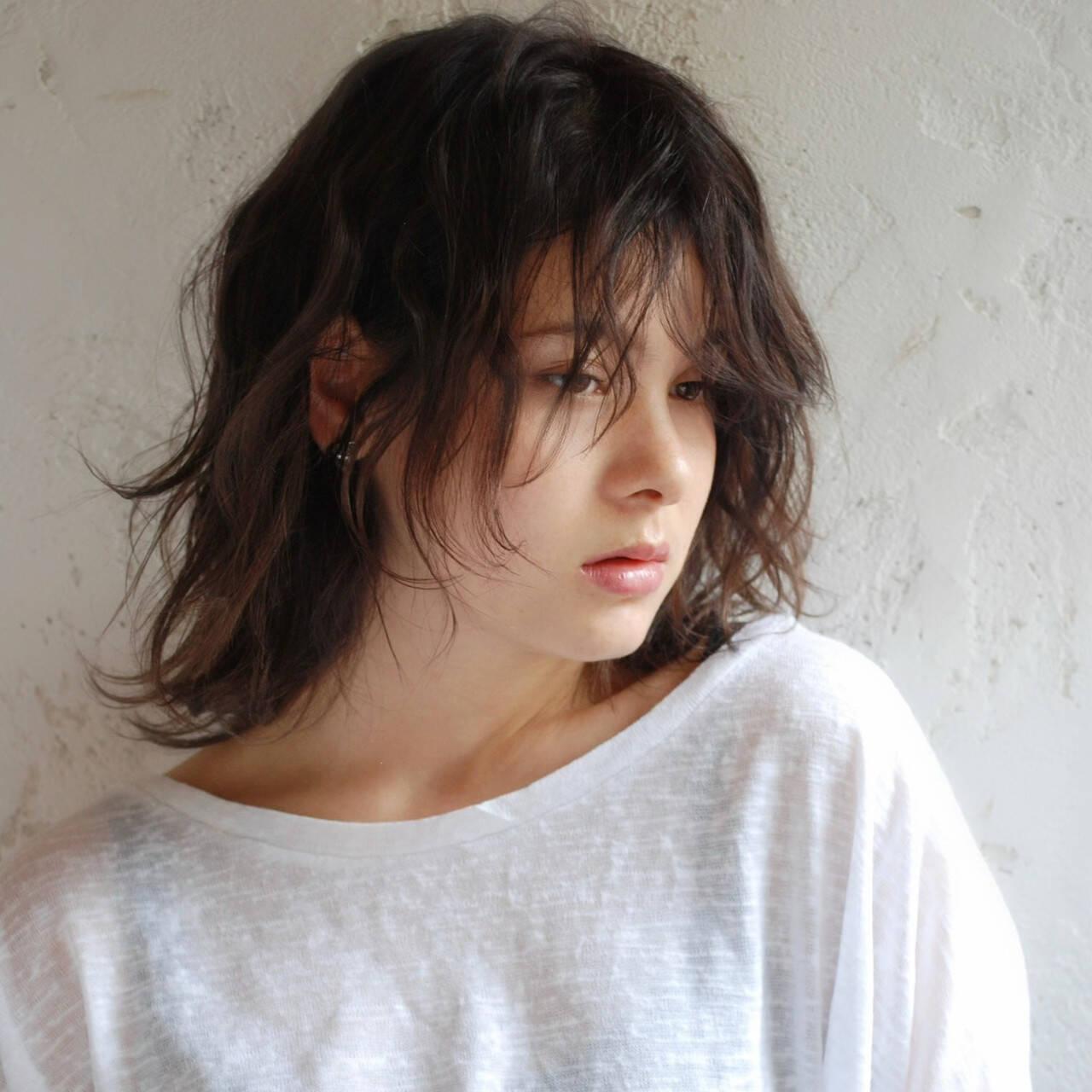 ミディアム ウルフカット 小顔ヘア ゆるふわパーマヘアスタイルや髪型の写真・画像