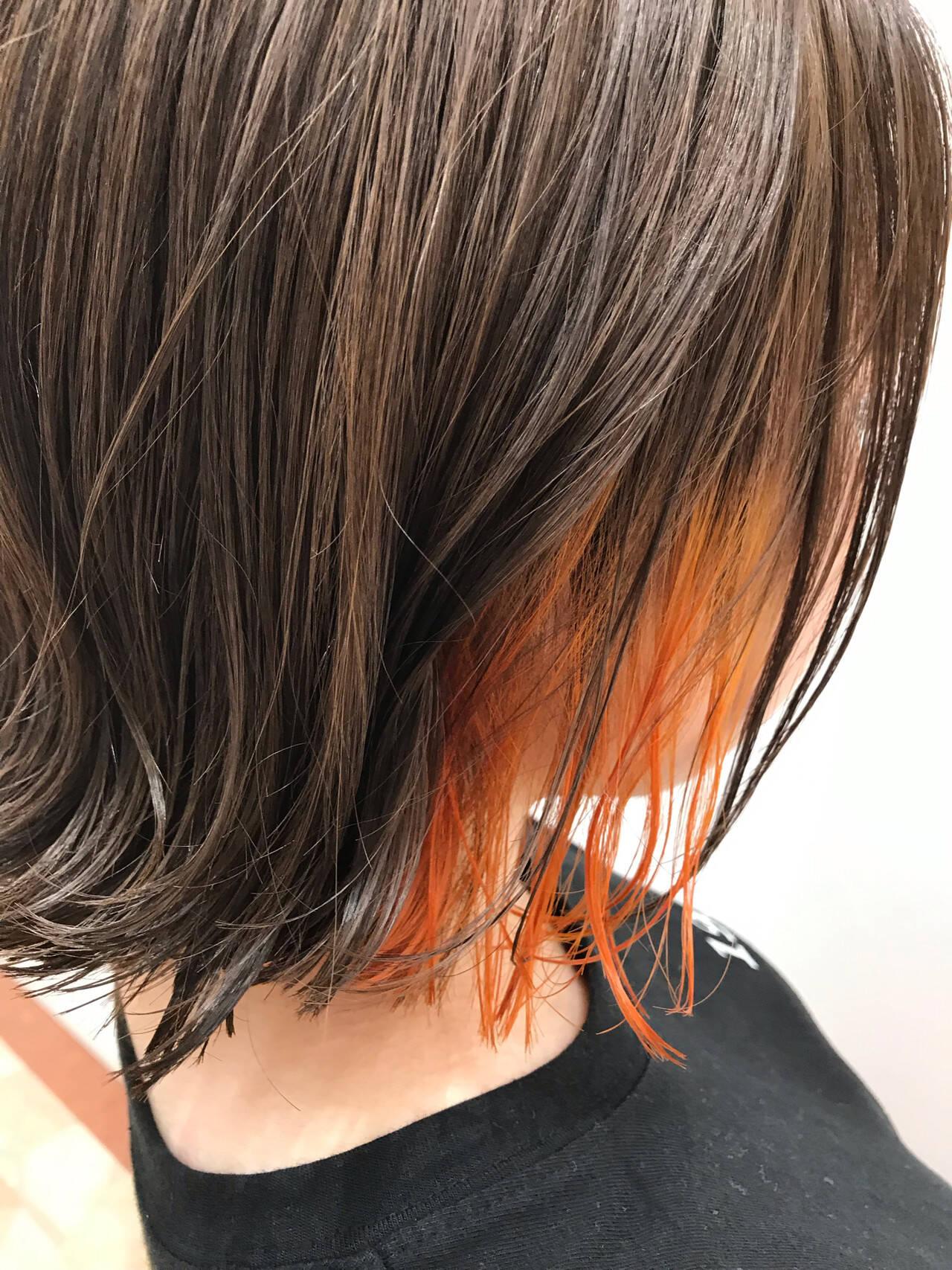インナーカラー オレンジ ポイントカラー 外ハネヘアスタイルや髪型の写真・画像