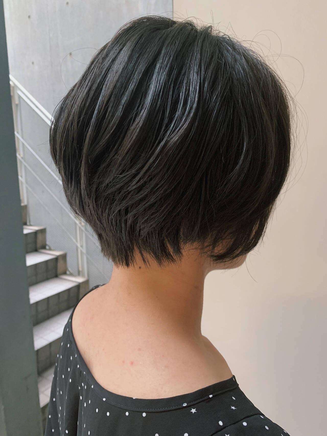 フェミニン 大人女子 ママヘア 黒髪ショートヘアスタイルや髪型の写真・画像
