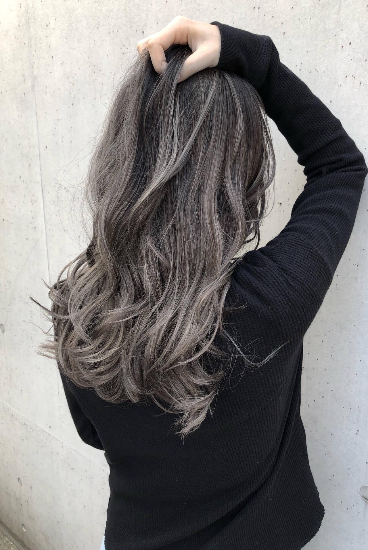 セミロング バレイヤージュ グレージュ 3Dハイライトヘアスタイルや髪型の写真・画像