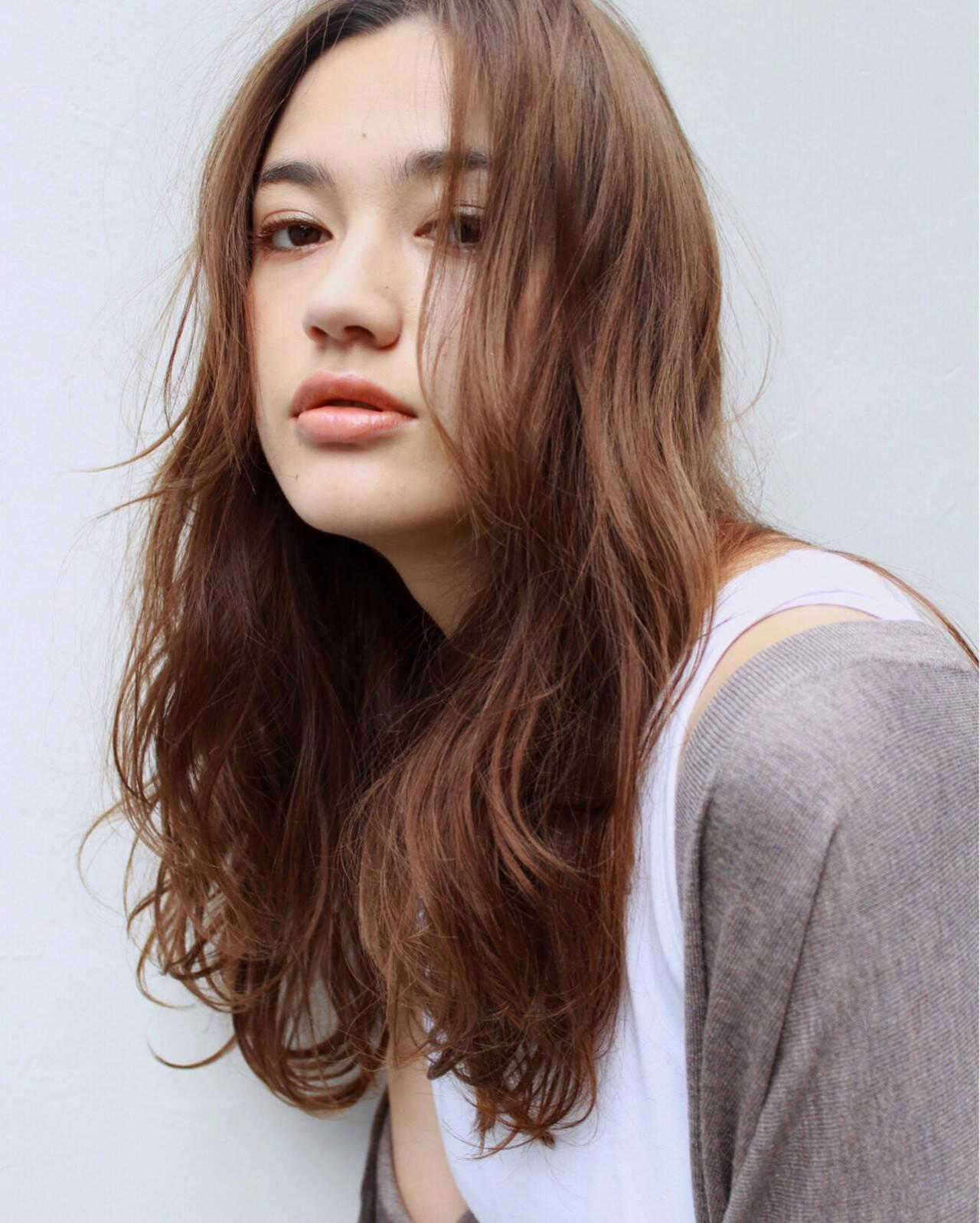 抜け感 セミロング アンニュイ ナチュラルヘアスタイルや髪型の写真・画像