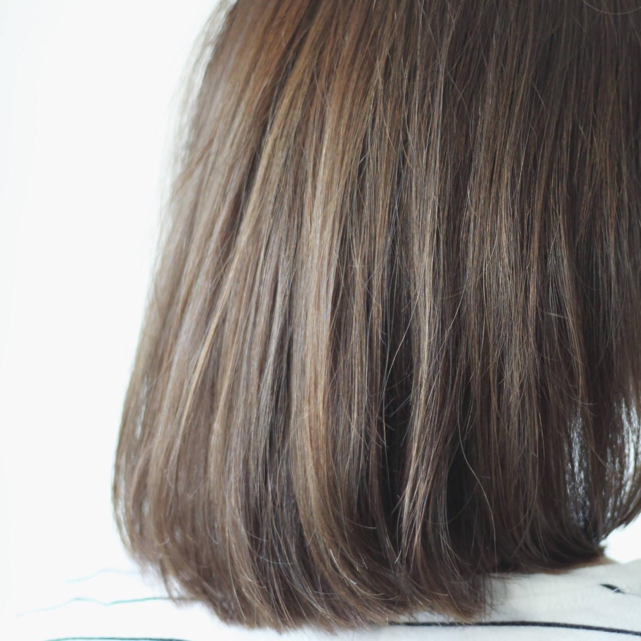 シルバー 暗髪 グレー セミロングヘアスタイルや髪型の写真・画像