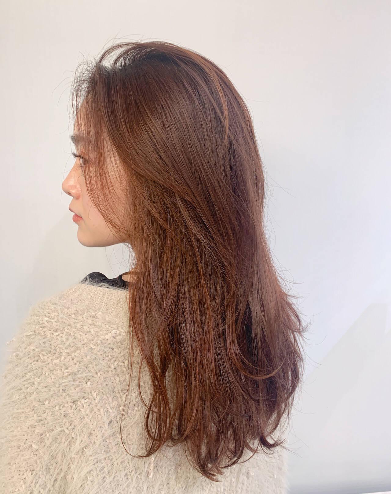 オレンジカラー 毛先パーマ レイヤーカット ナチュラルヘアスタイルや髪型の写真・画像