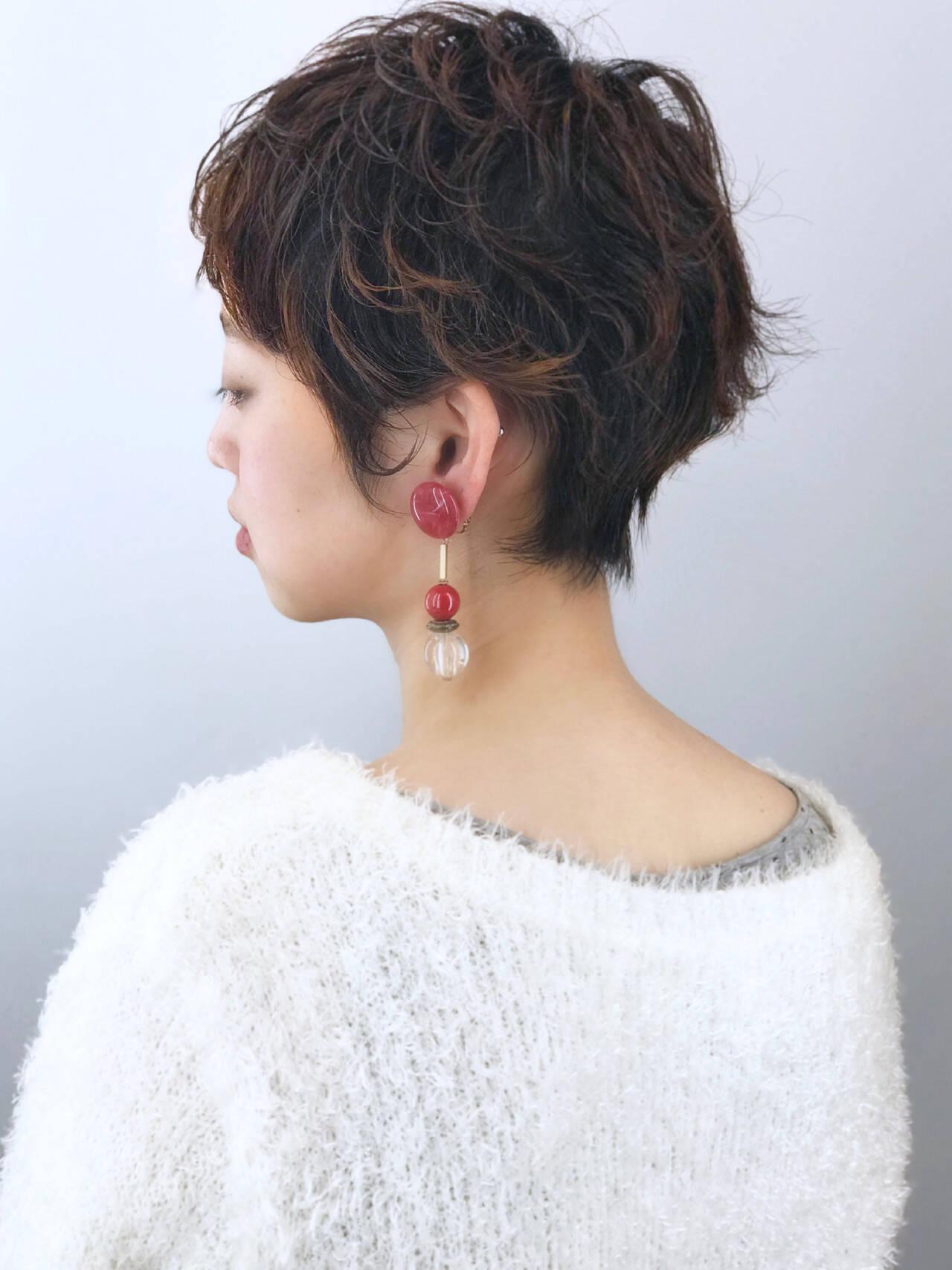 大人ショート ハイライト ガーリー オフィスヘアスタイルや髪型の写真・画像