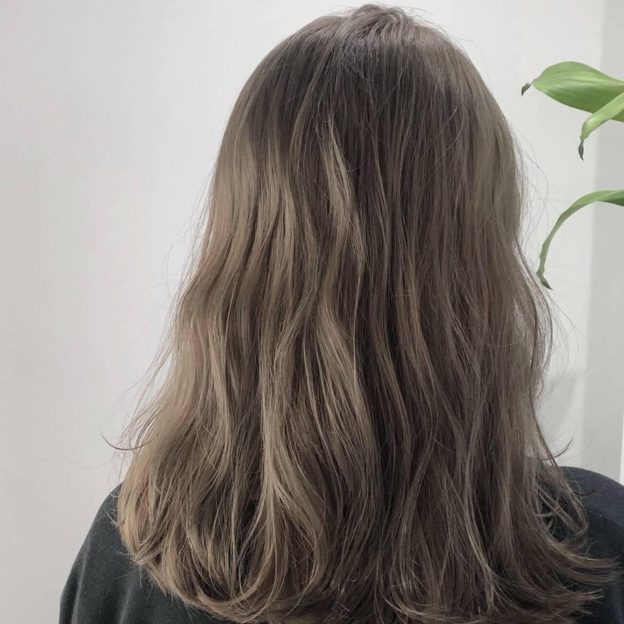 イルミナカラー ウェーブ ナチュラル ベージュヘアスタイルや髪型の写真・画像
