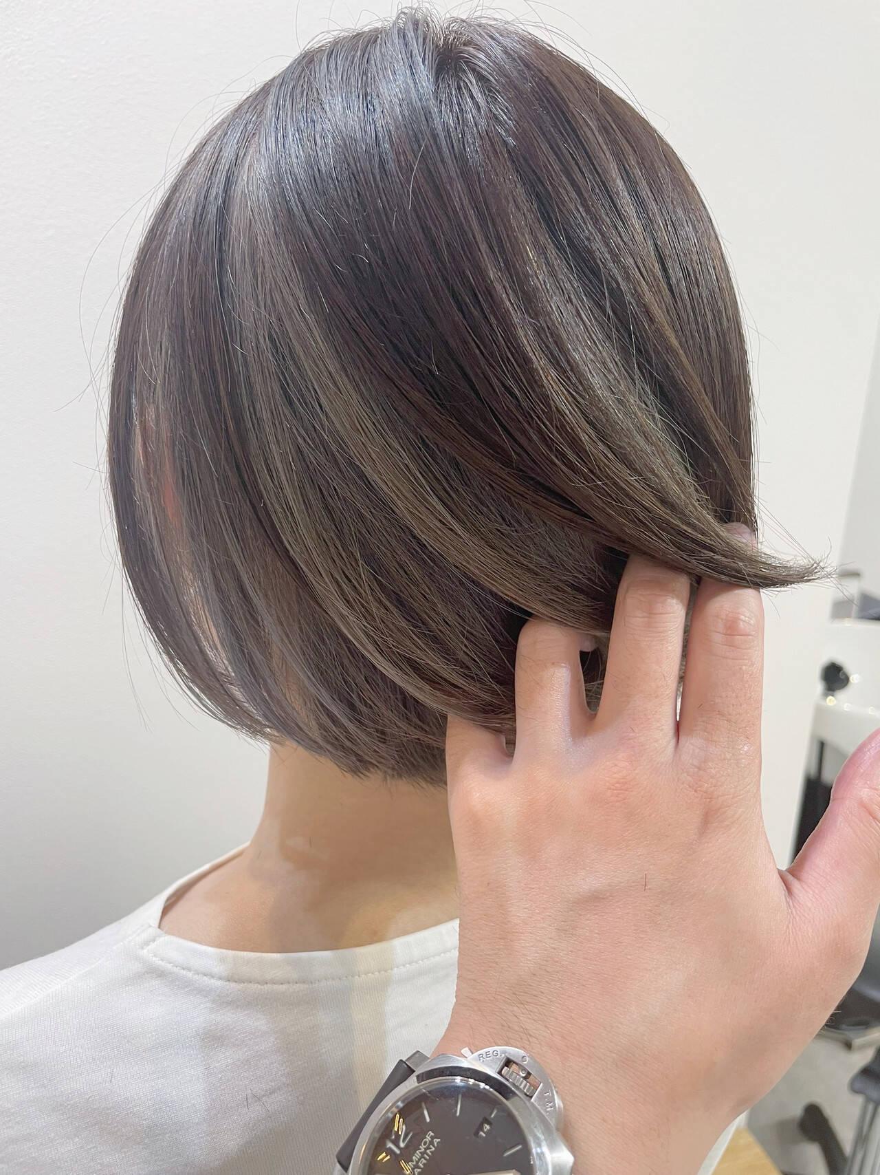 グレー モード インナーカラー アッシュグレーヘアスタイルや髪型の写真・画像