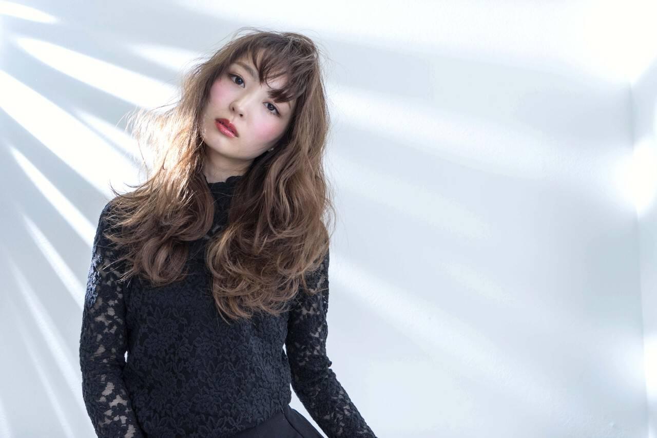 ロング 外国人風 フェミニン ブルージュヘアスタイルや髪型の写真・画像