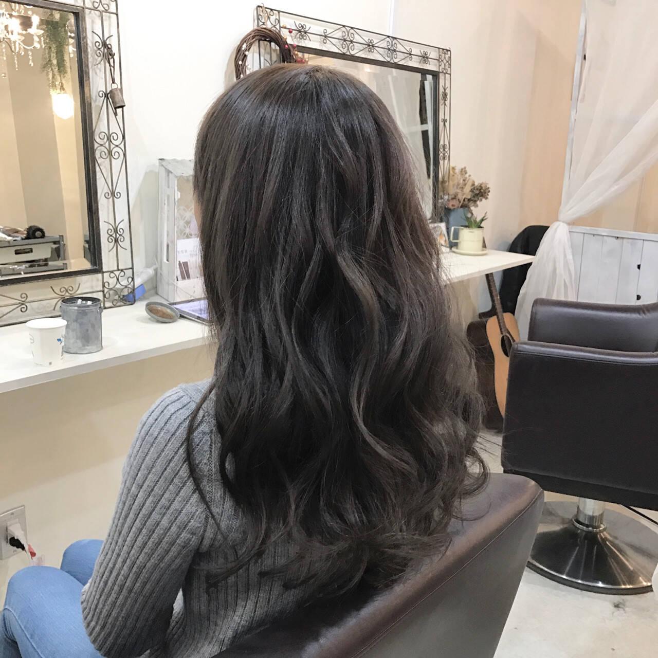 ロング アッシュグレージュ 巻き髪 アッシュヘアスタイルや髪型の写真・画像
