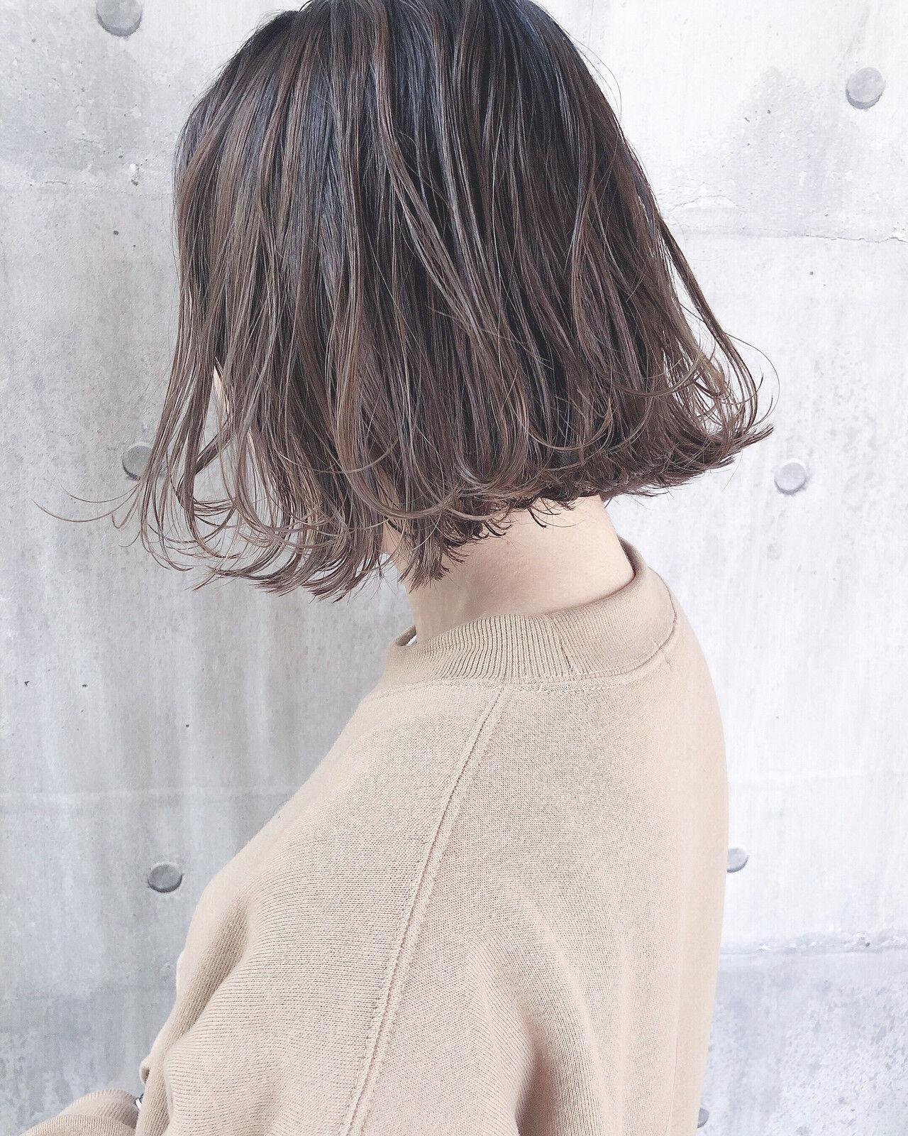 ミルクティーベージュ パーマ ミルクティーグレージュ ミルクティーアッシュヘアスタイルや髪型の写真・画像