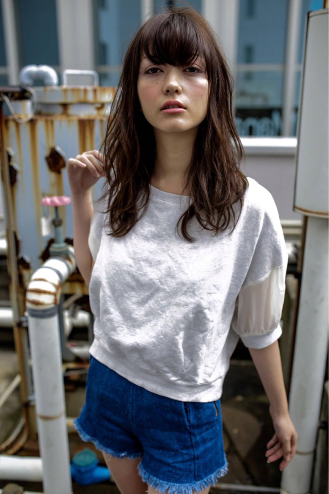 暗髪 パーマ グラデーションカラー 外国人風ヘアスタイルや髪型の写真・画像