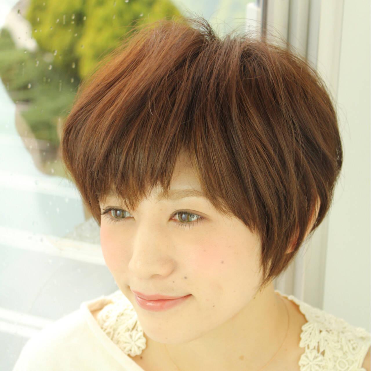 ショート 暗髪 モード ナチュラルヘアスタイルや髪型の写真・画像