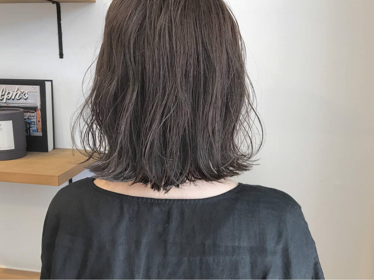 秋 外ハネ ハイライト 切りっぱなしヘアスタイルや髪型の写真・画像